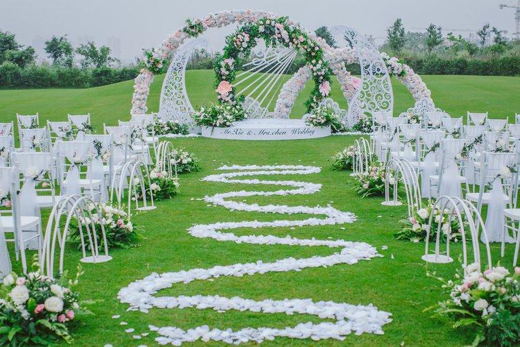 草坪户外婚礼